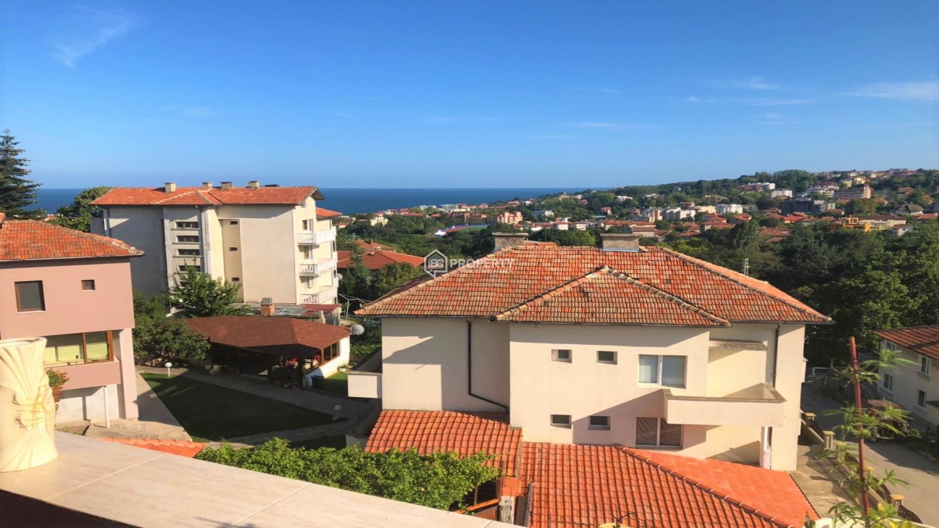 Тристаен обзаведен апартамент с гледка море 117 m2