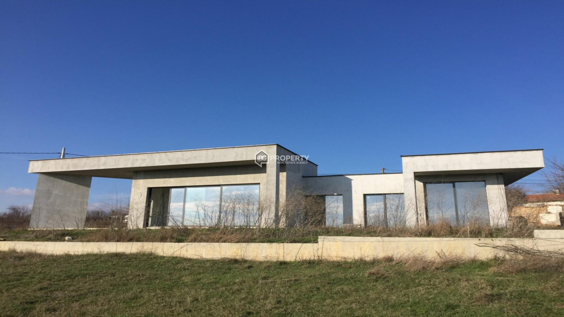 Къща по индивидуален проект 197/870 кв.м.