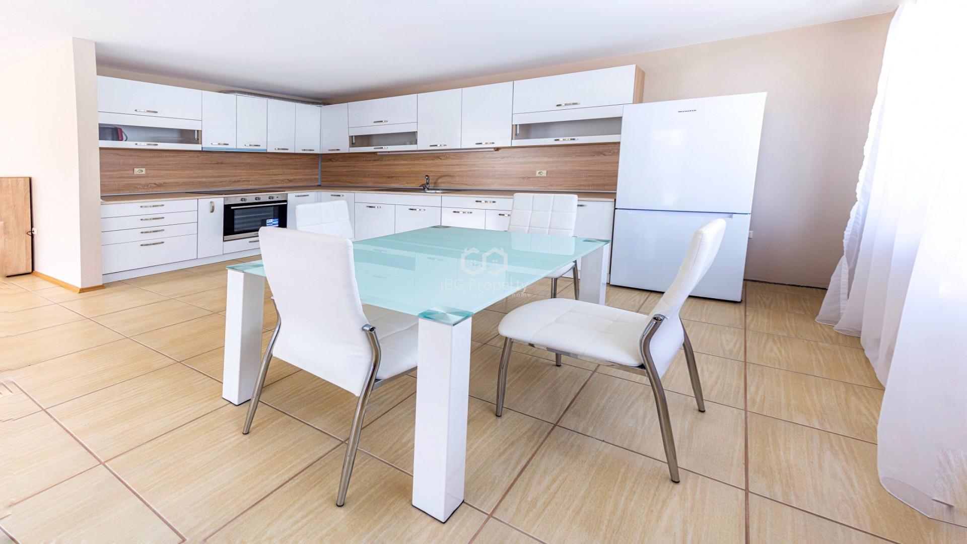 Тристаен апартамент Несебър 129 m2