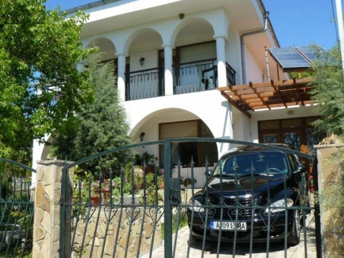 Къща Кошарица 250 m2