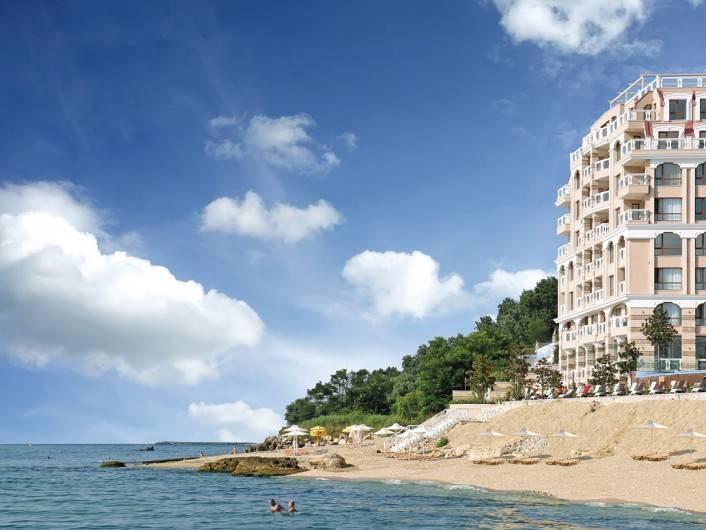 Tристаен апартамент Златни пясъци 109 m2