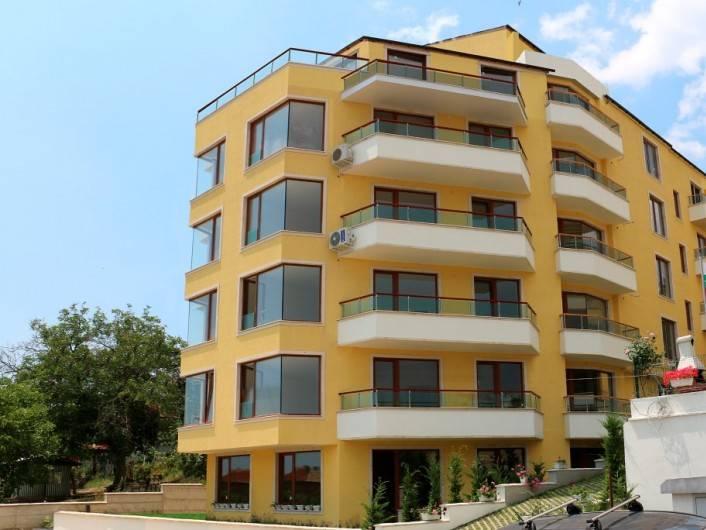 Двустаен апартамент Обзор 63 m2