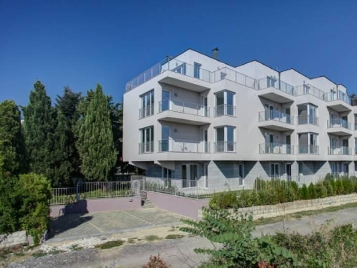 Tристаен апартамент Св. Св. Константин и Елена 97 m2