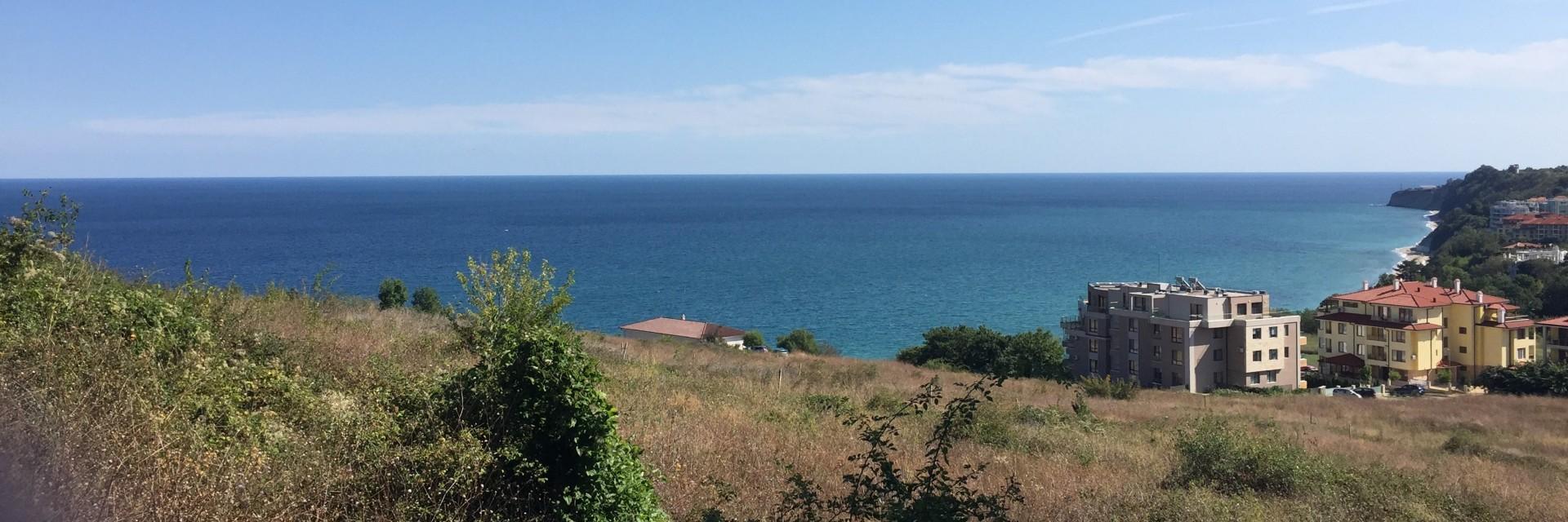Собствен двор с гледка море
